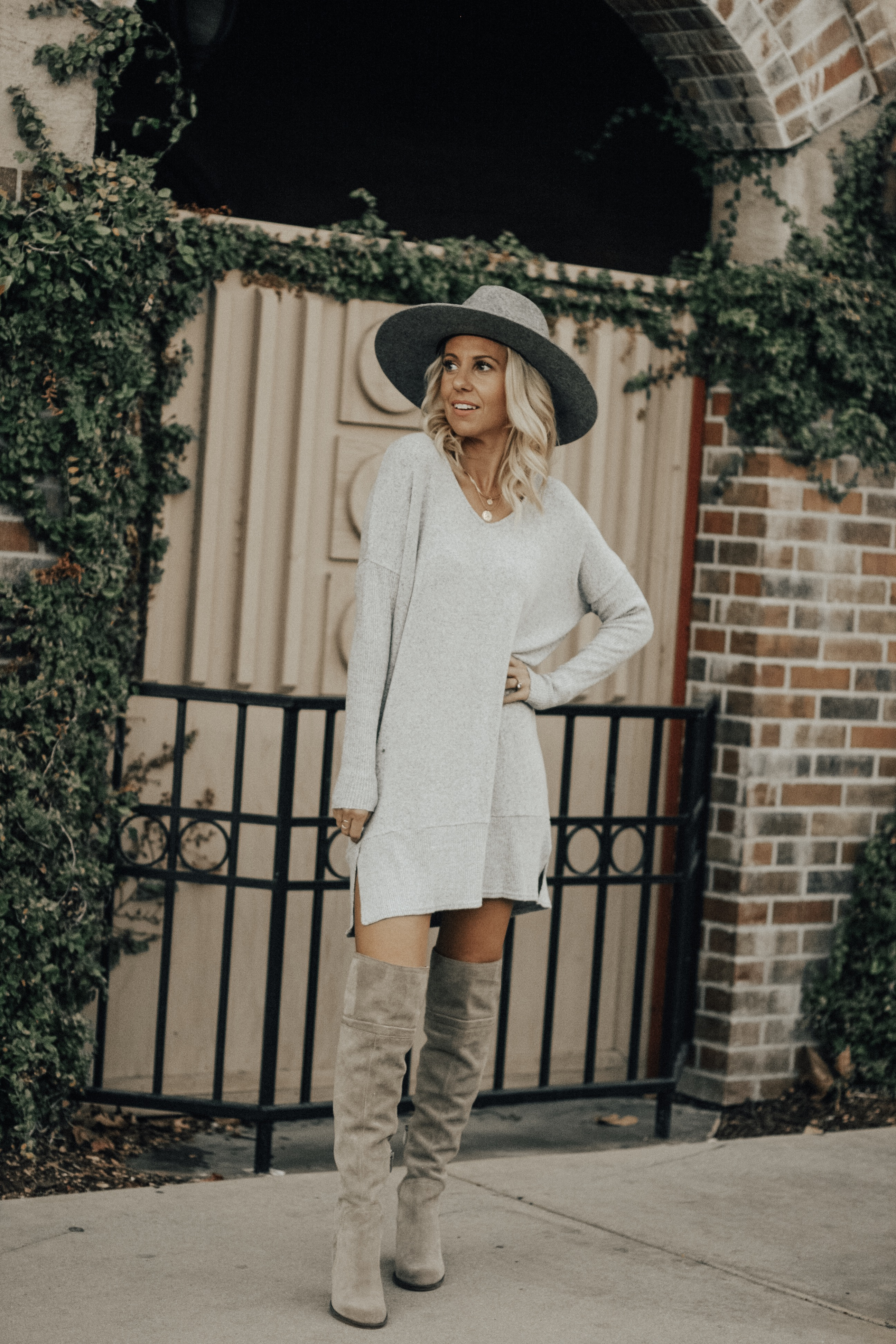 BLACK FRIDAY & CYBER MONDAY SALES- Jaclyn De Leon Style + online shopping + thanksgiving + daily deals + sale alert + target + american eagle + abercrombie + express + nordstrom + OTK boots + sweater dress + street style + fall outfit inspiration + holiday look + christmas shopping + gift giving + sale alert