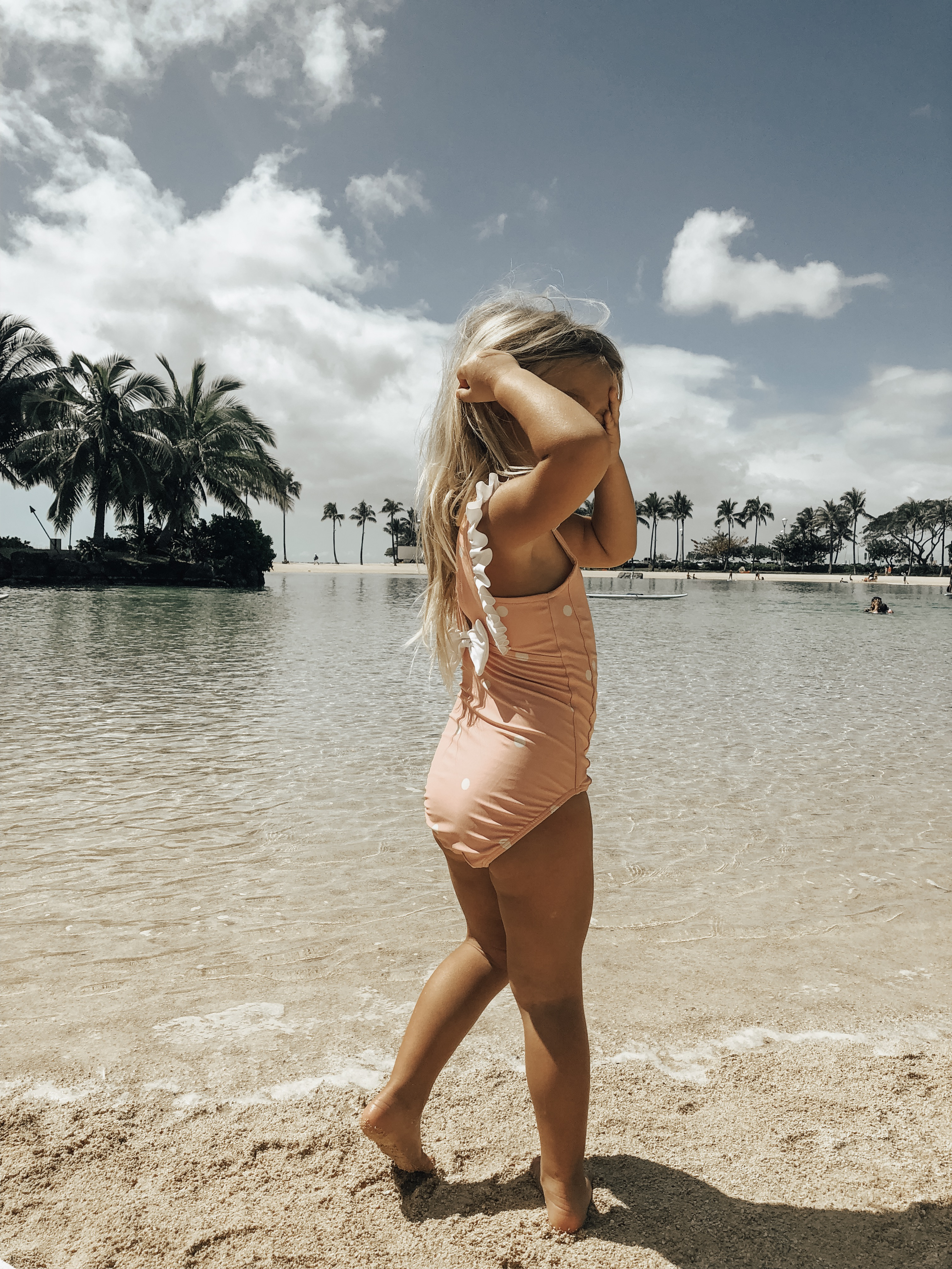 LIVING THE HAWAII LIFE- WHERE WE STAYED, WHAT WE DID AND WHAT I WORE- Jaclyn De Leon Style + Looking for Hawaii vacation travel ideas and tips? Giving all the details of our latest vacation including vacation beach style, family friendly activities, and hotel details.