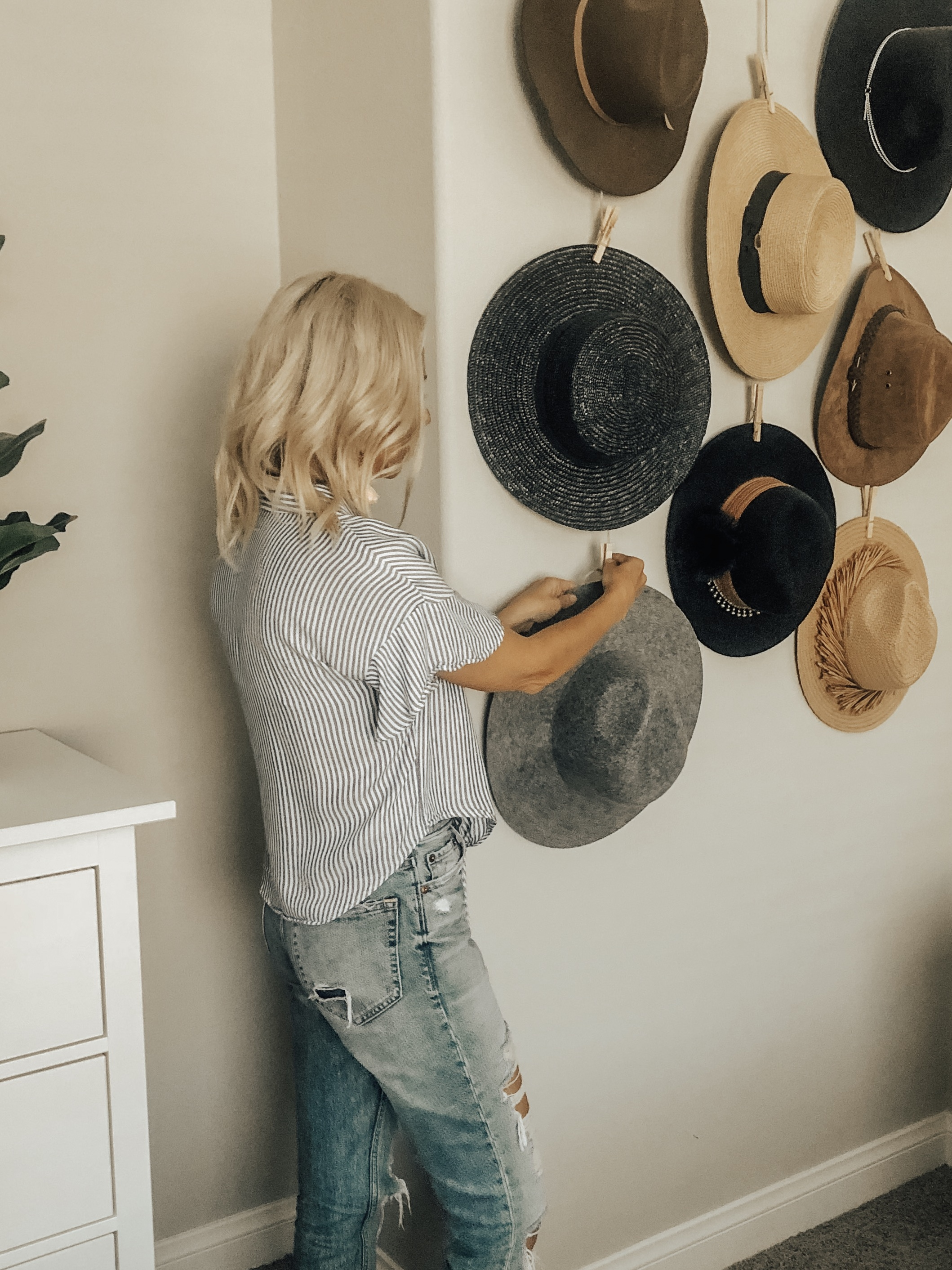 DIY HAT WALL TUTORIAL= Jaclyn De Leon Style + Looking for an affordable way to organize and display your hats? I've got the easiest DIY for under $20 and with only 4 supplies. Turn your hats into a boho chic home decor piece.