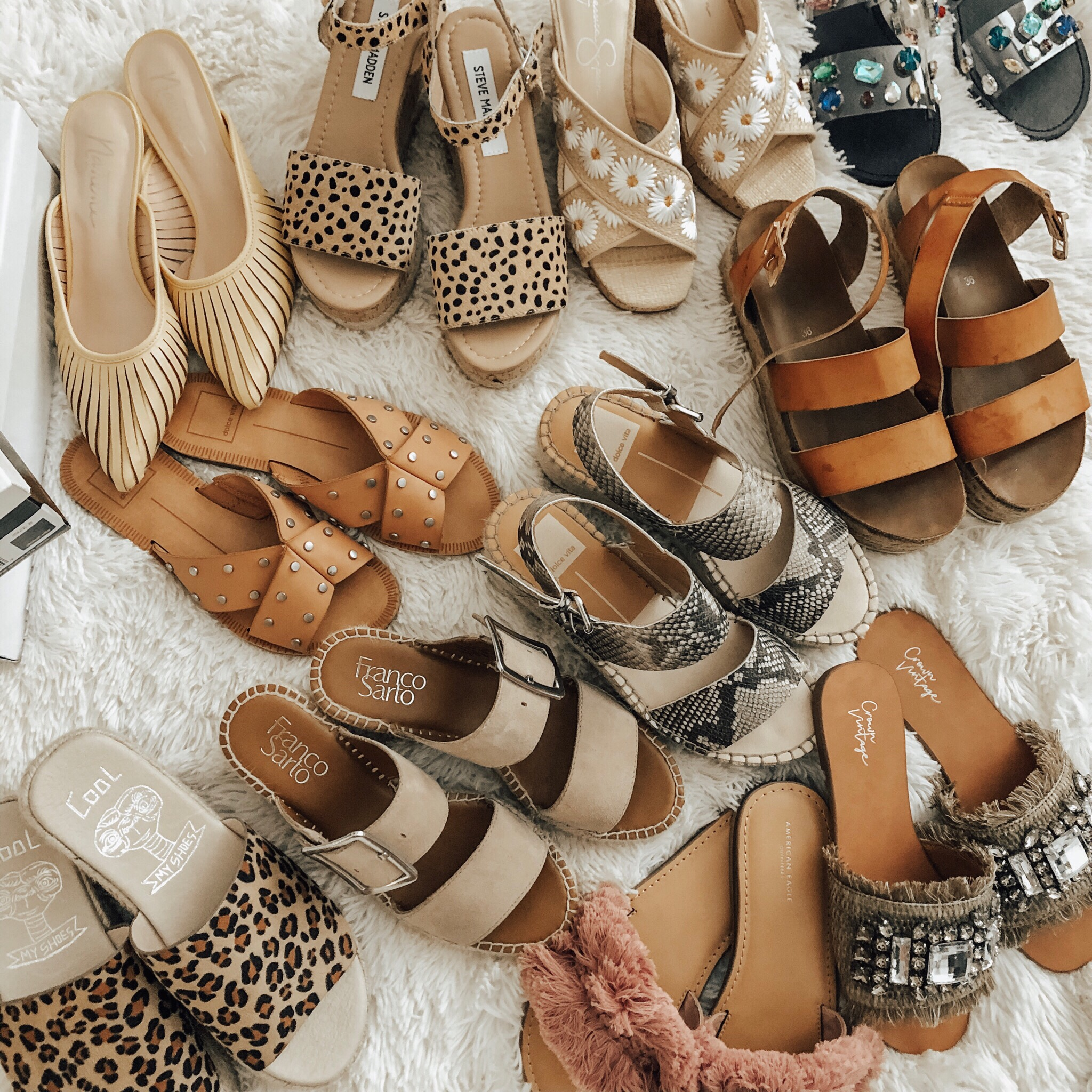 CURRENT SHOE TRENDS- WHAT I'M LOVING AND WHAT YOU NEED- Jaclyn De Leon Style + Are you ready for Spring and Summer? I'm sharing all the current shoe trends for Spring and Summer including espadrilles, mules, sandals and much more. And all are affordable with most on major sale!