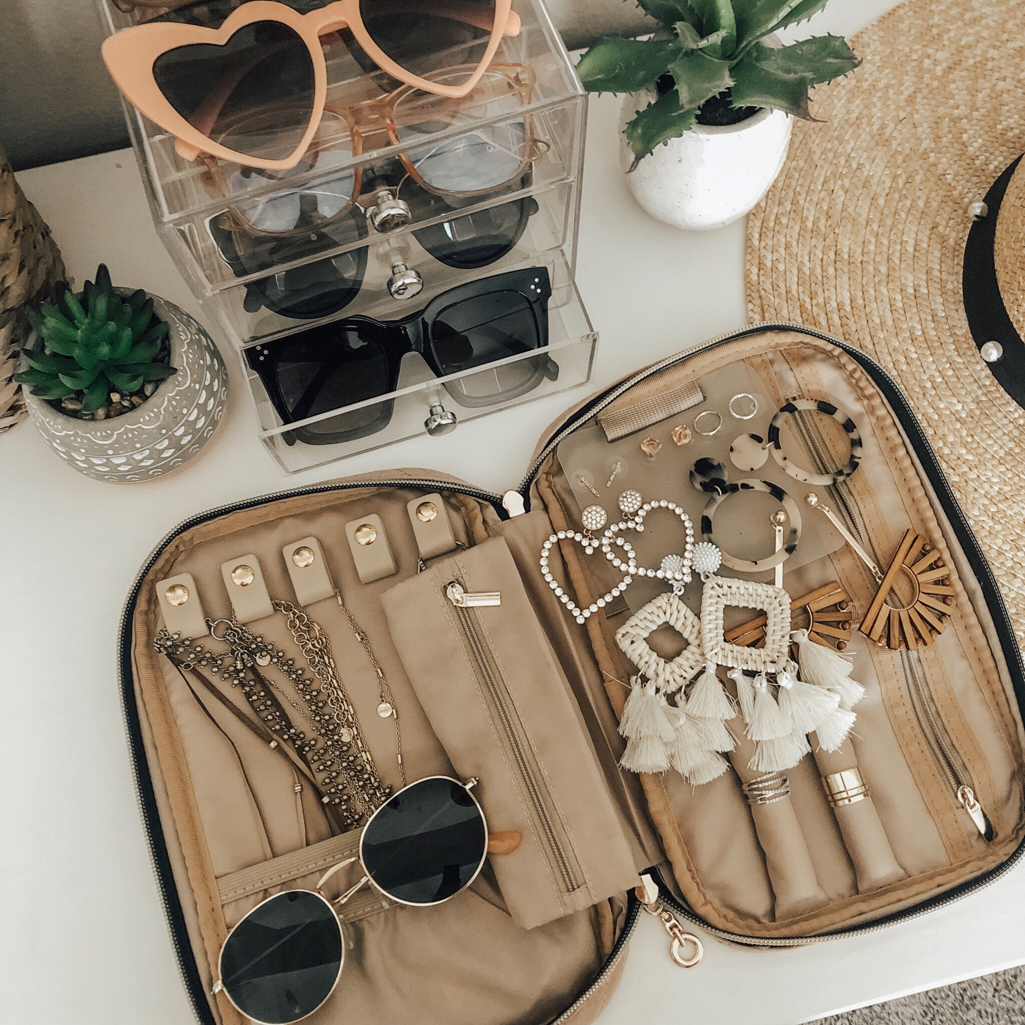 MAY TOP 10- Jaclyn De Leon Style + This month was all about the Amazon finds! 8 out of the top 10 were from Amazon and I'm not one bit surprised. This must-have jewelry case continues to be a top seller. It's totally changed how I store my jewelry when I travel.
