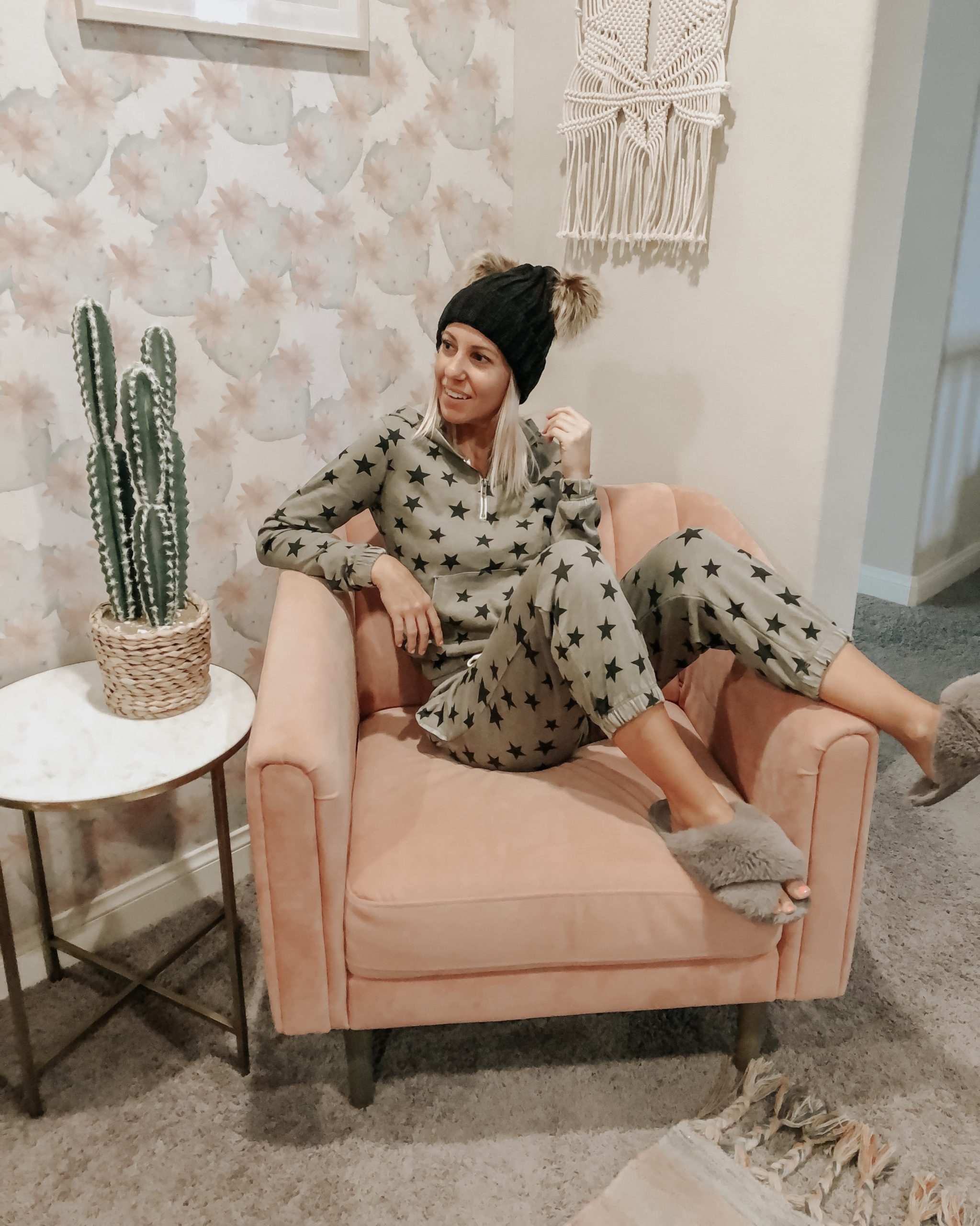 LIVING IN COZY MATCHING SETS + SHARING THE BEST COZY GIFTS- Jaclyn De Leon Style- Looking for the perfect gift? I've got you covered with everything from beanies, slippers, fleece and cozy sherpa.