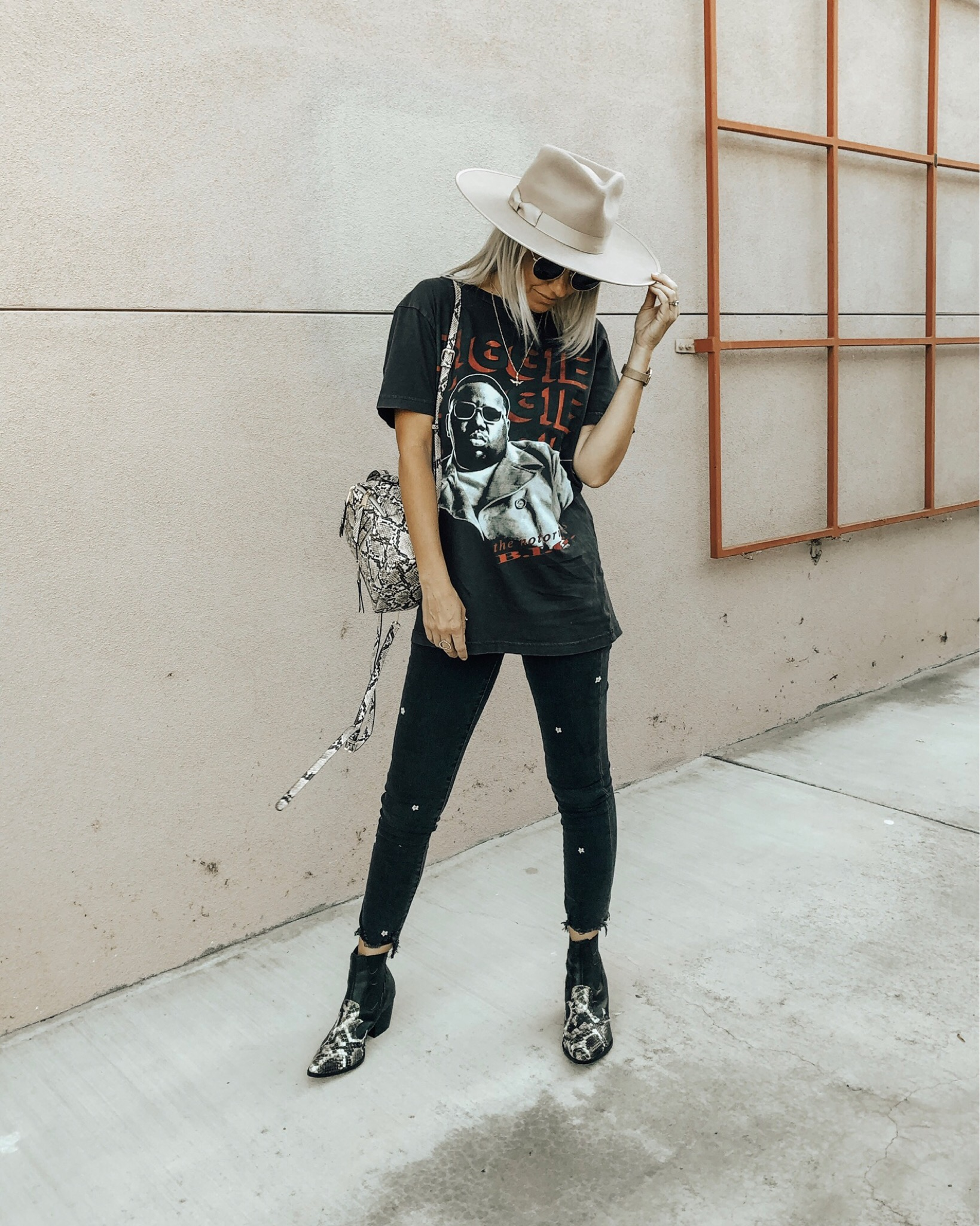 GRAPHIC TEE OBSESSED- Jaclyn De Leon Style+ Sharing all the best graphic tees and a few easy ways to style them