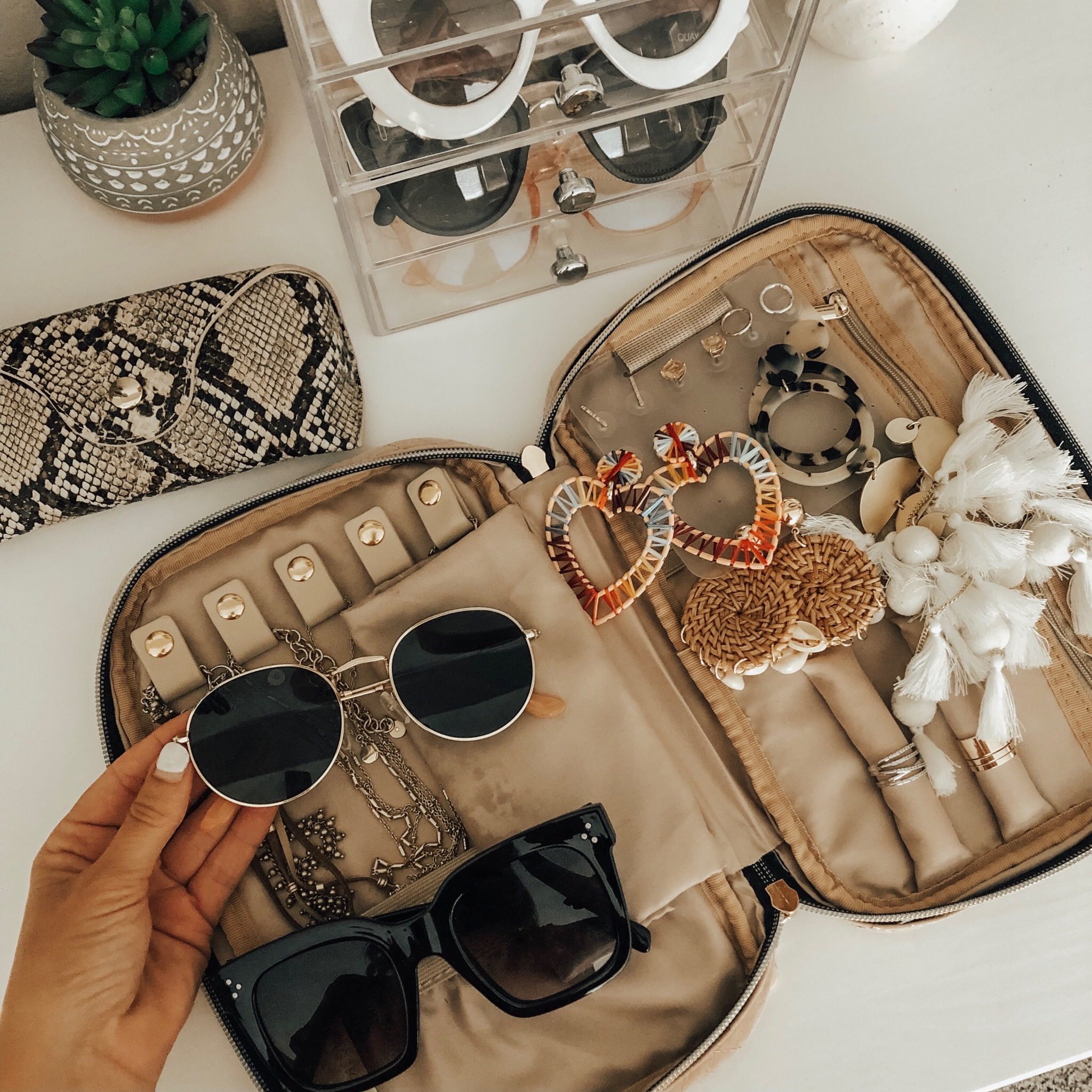 TRAVEL ESSENTIALS- Jaclyn De Leon Style+ I love traveling and want to make things as easy as possible so I'm sharing my must-have travel pieces for every trip.