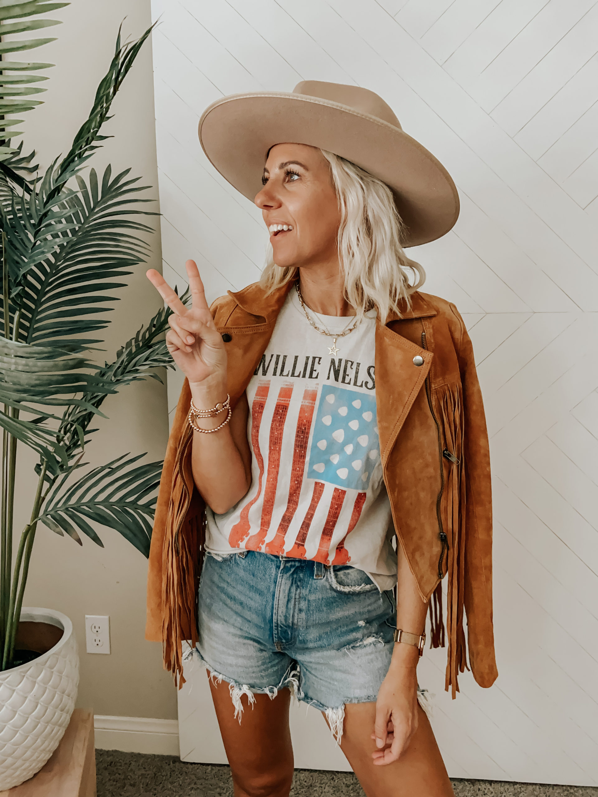 LAST MINUTE 4TH OF JULY OUTFIT IDEAS- Jaclyn De Leon Style+ sharing a few Americana style outfits for the festive holidays