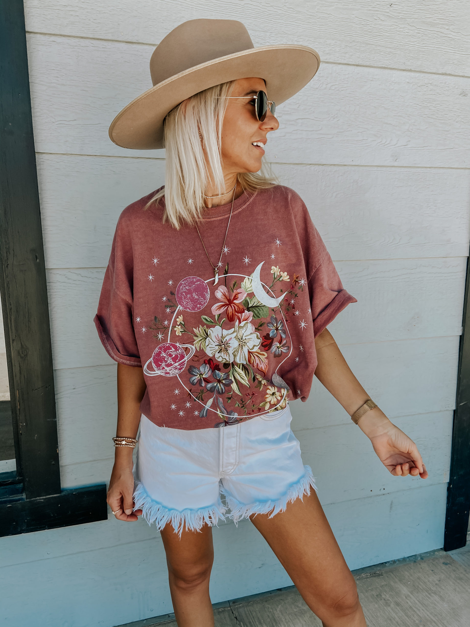 STYLING OVERSIZED GRAPHIC TEES- Jaclyn De Leon Style+ sharing tips and tricks for styling oversized graphic tees. Pairing them with shorts, as a dress and more!