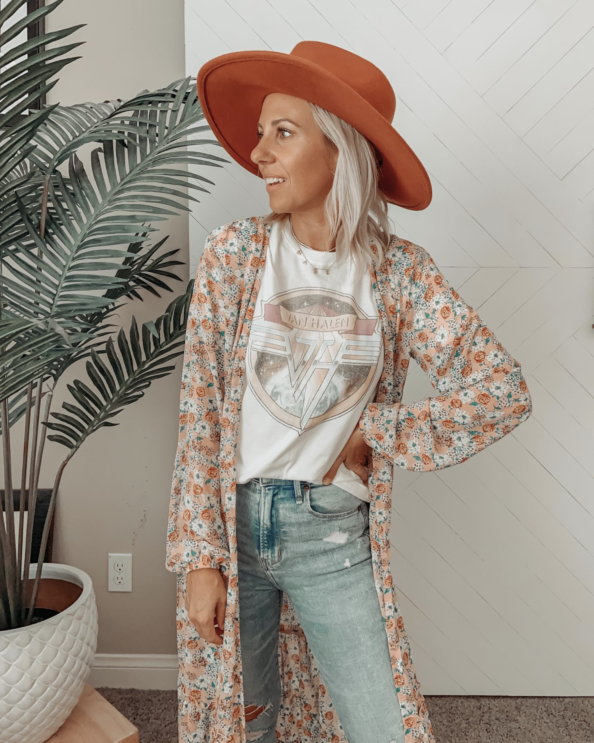 FALL HAT FINDS: SAVE VS SPLURGE + jaclyn De Leon Style- Sharing my latest hat favorites for Fall including must have splurges and great save options